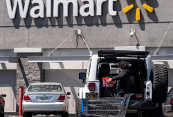 Walmart objectives to rent 20,000 provide chain workers as it ramps up for the holiday season